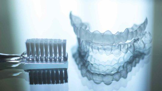 apparecchio trasparente Dentista Novara | Studio Dentistico Curadentis | Studio Dentistico Novara